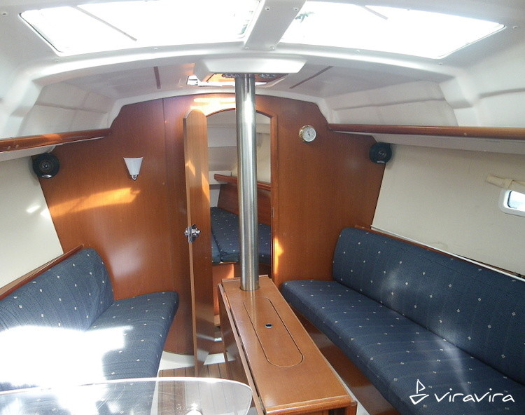 Slider 926848350000100280 oceanis 323 interior