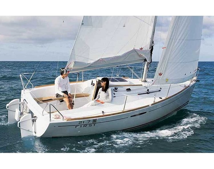 Slider 959978880000102332 beneteau first 21.7 main