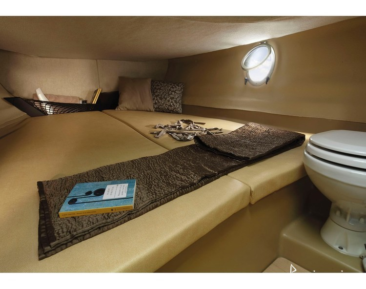 Slider 1614480513902357 blueemotion rent a boat trogir interior